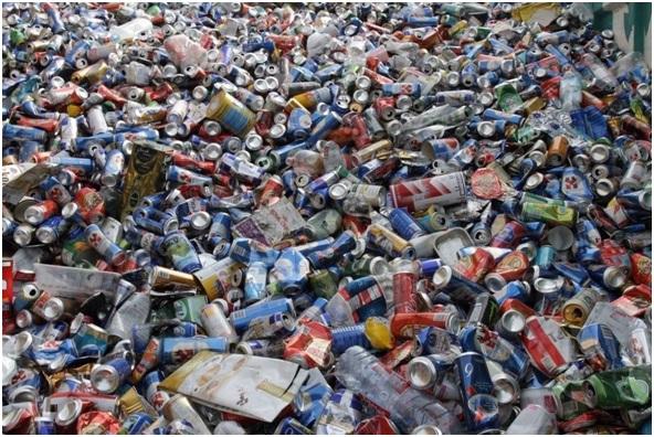 Si no compras bebidas ni alimentos en lata ni plástico, la empresas tendrán que producir menos.