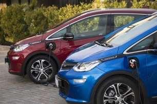 El parque de coches eléctricos se situará entre 14 y 16 millones de unidades en 2025
