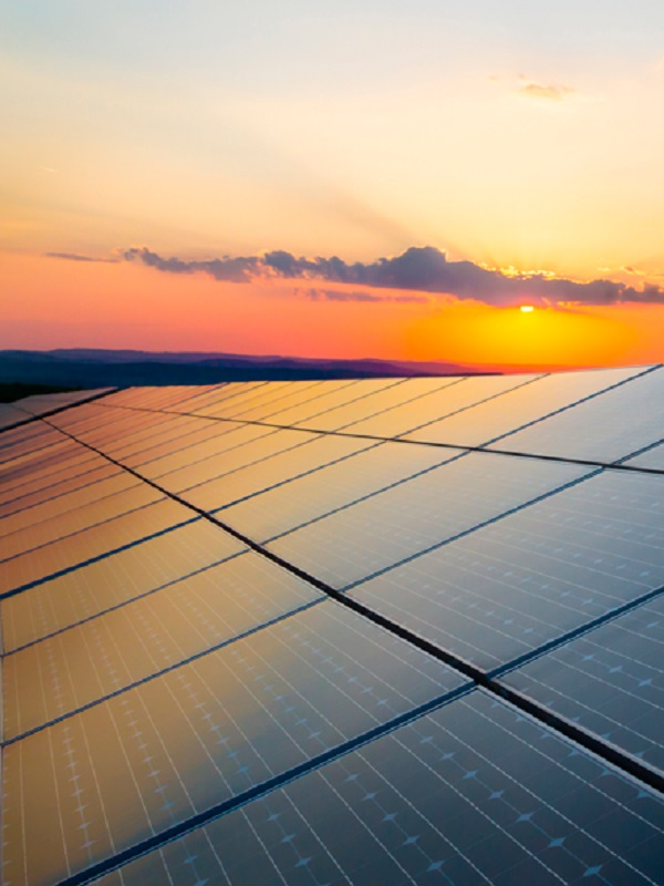Un TFM de una alumna de la UPCT propone el uso de energías renovables para dar suministro eléctrico a los buques