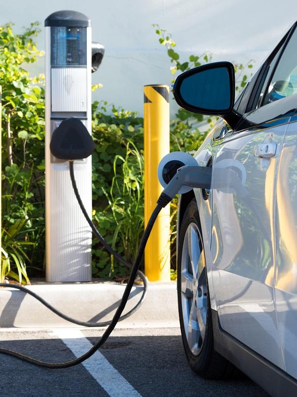 Aula de Energía de la Cátedra Viesgo-UC ofrece una charla sobre el vehículo eléctrico