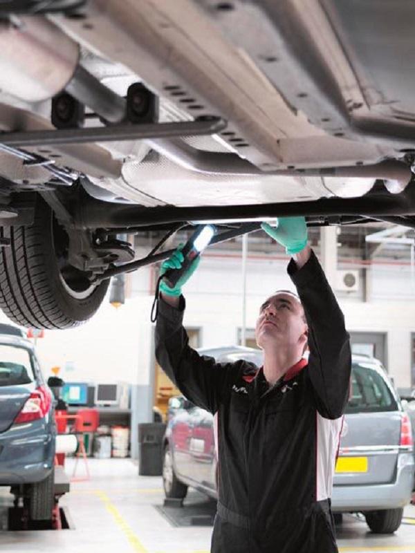 Un mantenimiento adecuado del coche reduce las emisiones en las ciudades