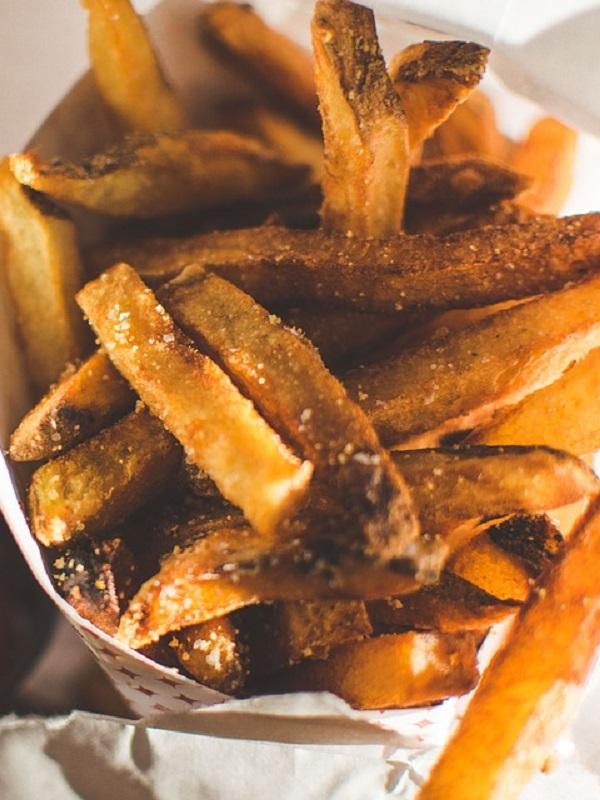 Los alimentos tratados a más de 120º ricos en hidratos de carbono, horneados y fritos, son letales para tu salud