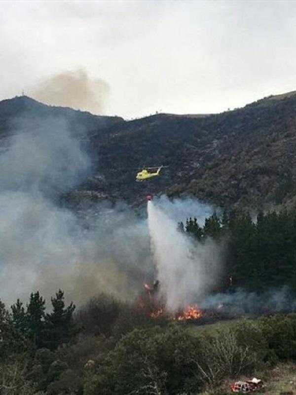 Dos incendios forestales activos y tres controlados en Cantabria