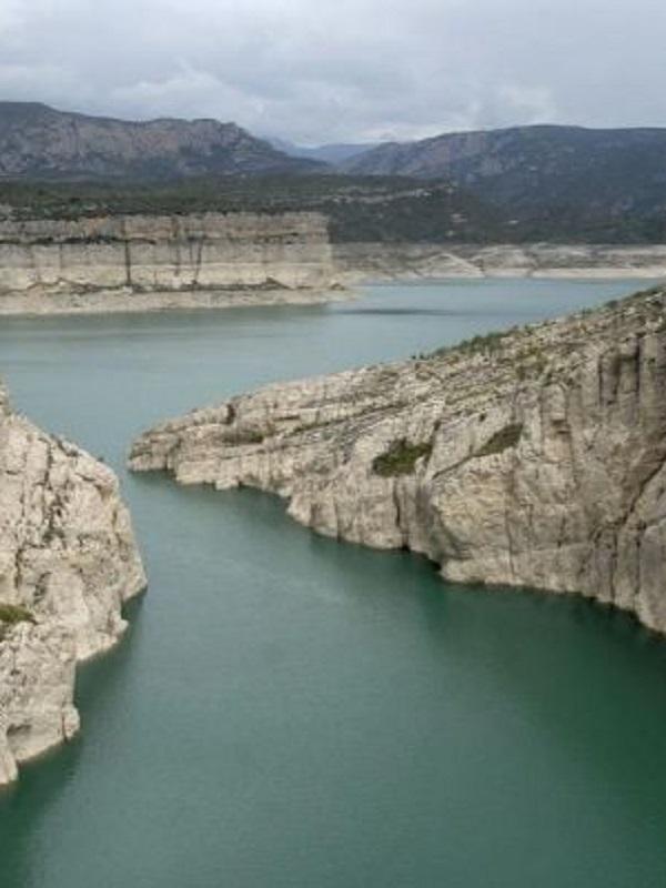 Lo que el Ebro arroja al mar en 5 días serviría para llenar todos los pantanos de la cuenca del Segura