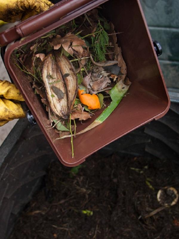 Sogama imparte en Burela un nuevo curso sobre compostaje doméstico orientado a 40 familias