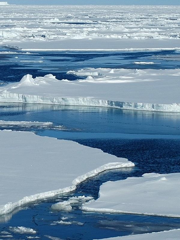Los microplásticos invaden sin contemplaciones el hielo marino del Ártico