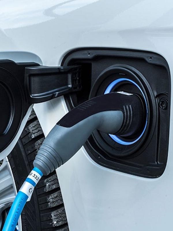 El Gobierno de Canarias reducirá el IGIC al 0% en la compra de vehículos híbridos, eléctricos y bicicletas