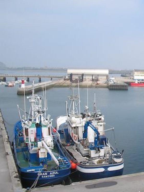 La industria pesquera recorre el Planeta de punta a punta esquilmando los mares o lo que queda de ellos