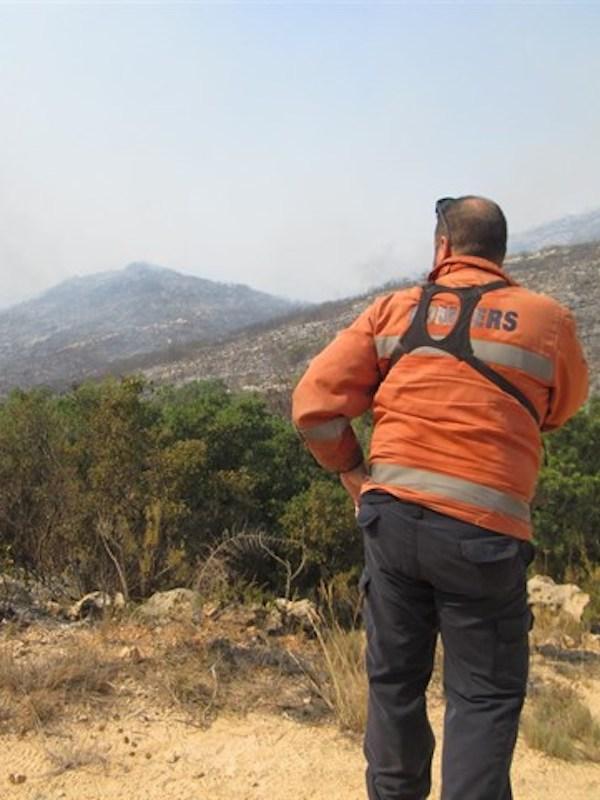 Puig elogia la profesionalidad de los efectivos de Llutxent, un incendio