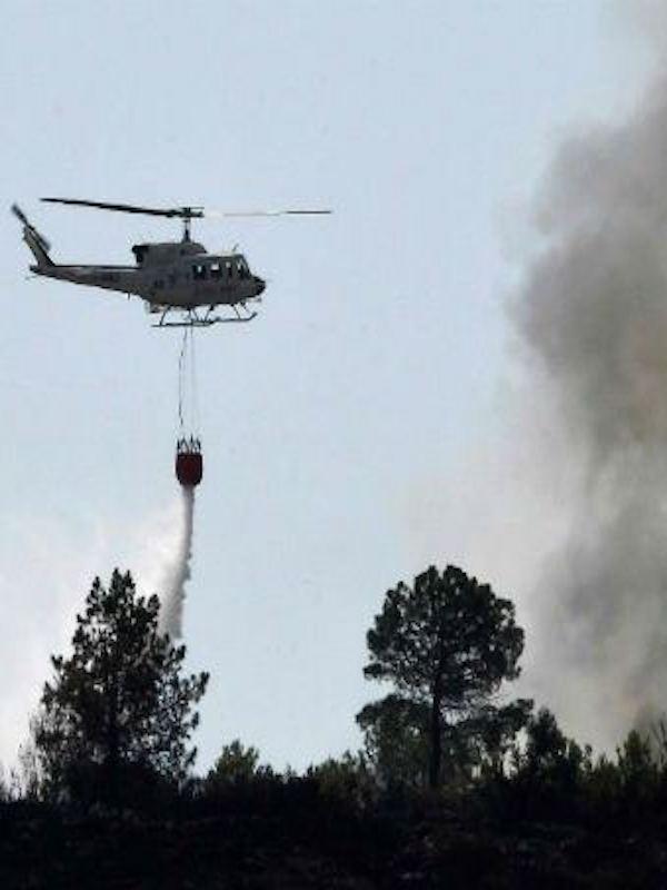 Trece medios aéreos y dos BRIF colaboran en la extinción en Llutxent y en Monchique (Portugal)