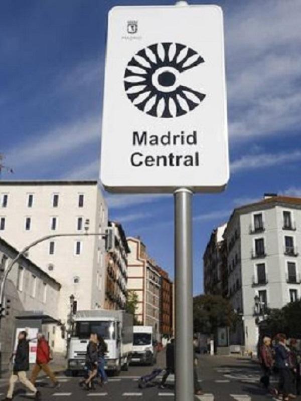 Cabify baja su precio mínimo a casi la mitad (-40%) para animar a prescindir del coche privado en los primeros días de Madrid Central