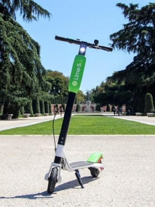 El Ayuntamiento de Madrid da un plazo de 72 horas a VOI, WIND y LIME para retirar sus patinetes de la calle