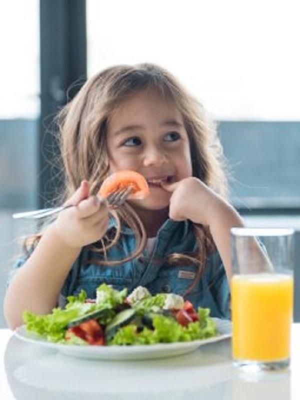 Los diez mandamientos para que tus hijos coman de forma saludable