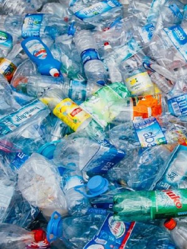 Europa crea una alianza con entidades privadas para impulsar el mercado europeo de plásticos reciclados