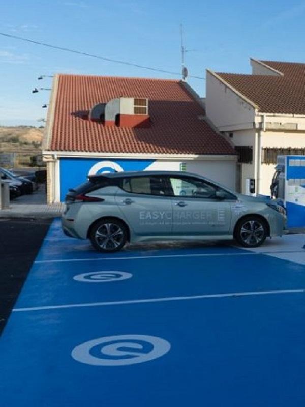 Nissan y Easycharger empiezan a instalar las 100 estaciones de carga de coches eléctricos en España