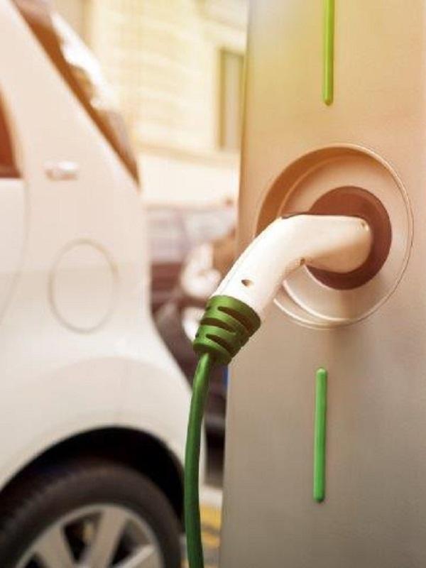 EDP invierte 200.000 euros en la instalación de diez puntos de recarga para coche eléctrico en Gijón, Mieres y Oviedo
