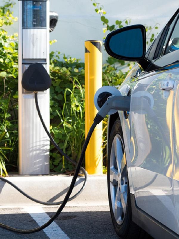 Abierta la convocatoria pública en Madrid para instalar 20 puntos de recarga rápida para coches eléctricos