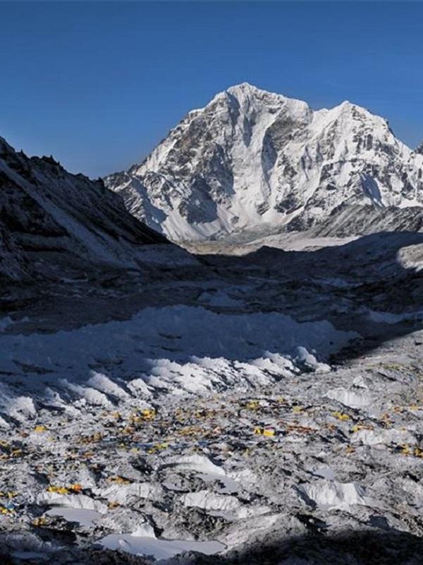 La gravedad ralentiza la velocidad de los menguados glaciares asiáticos