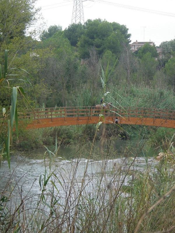 Medio Ambiente y la Confederación del Júcar acuerdan el cierre al paso de caballos de las pasarelas del parque fluvial
