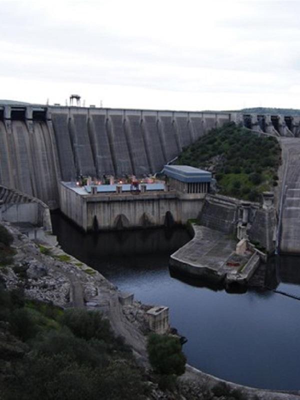 El Congreso pide que los ingresos de nuevas concesiones hidroeléctricas permitan rebajar la tarifa de la luz
