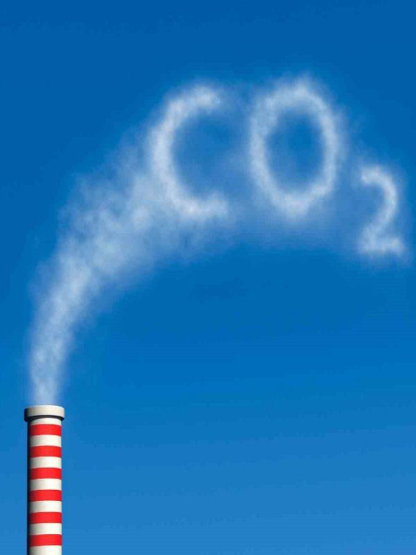 CCOO tilda a la ministra Teresa Ribera de iluminada por querer reducir las emisiones de CO2