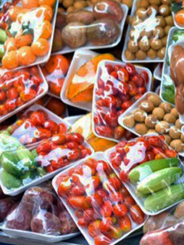 El 80% de los canarios acusa a los hipermercados de prácticas poco sostenibles en el envasado de productos