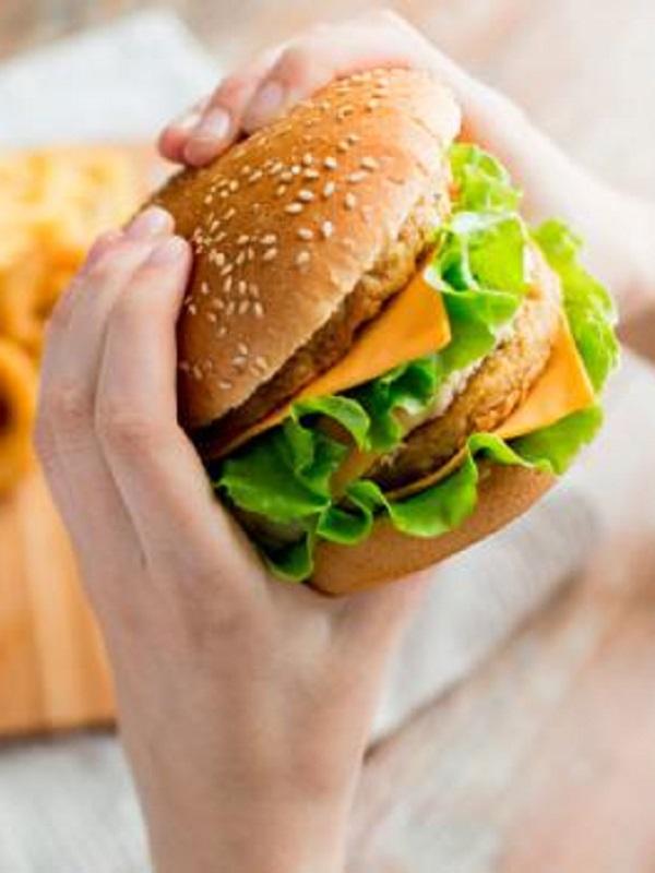 La comida basura se asocia a dormir poco