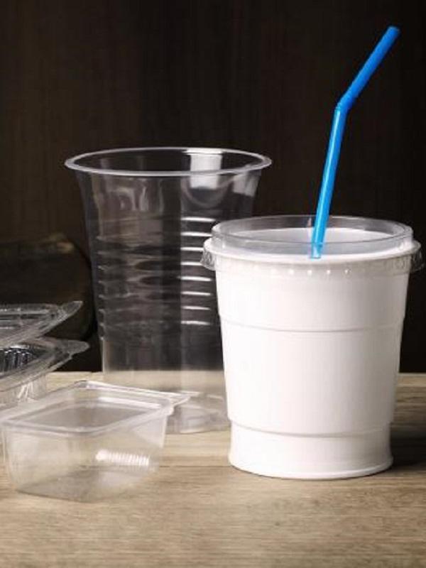 España elaborará con carácter de urgencia la norma que prohibirá los plásticos de un solo uso