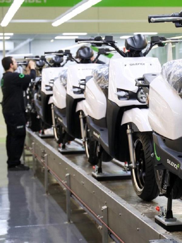 El fabricante español de motos eléctricas Silence triplicará su facturación en 2018, hasta 12 millones