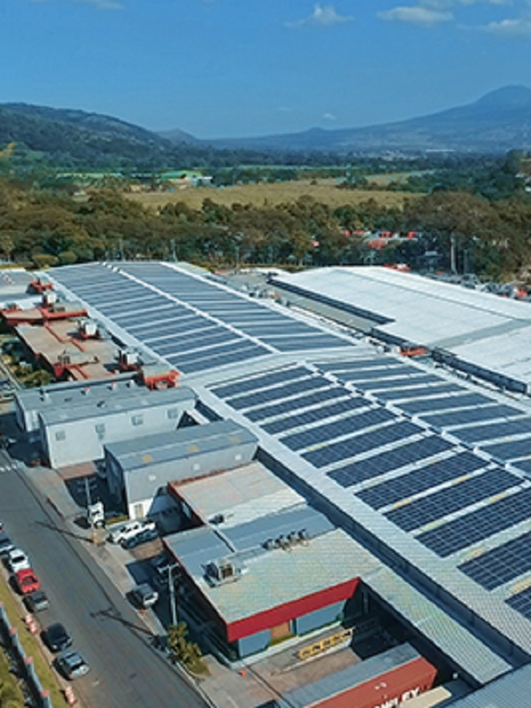 El Salvador: Inauguraron un sistema de energía solar en el aeropuerto Monseñor Romero