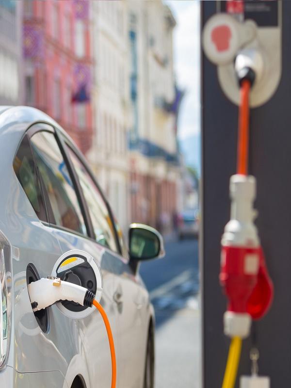 Piden un plan para el coche eléctrico con 20 millones anuales hasta 2022