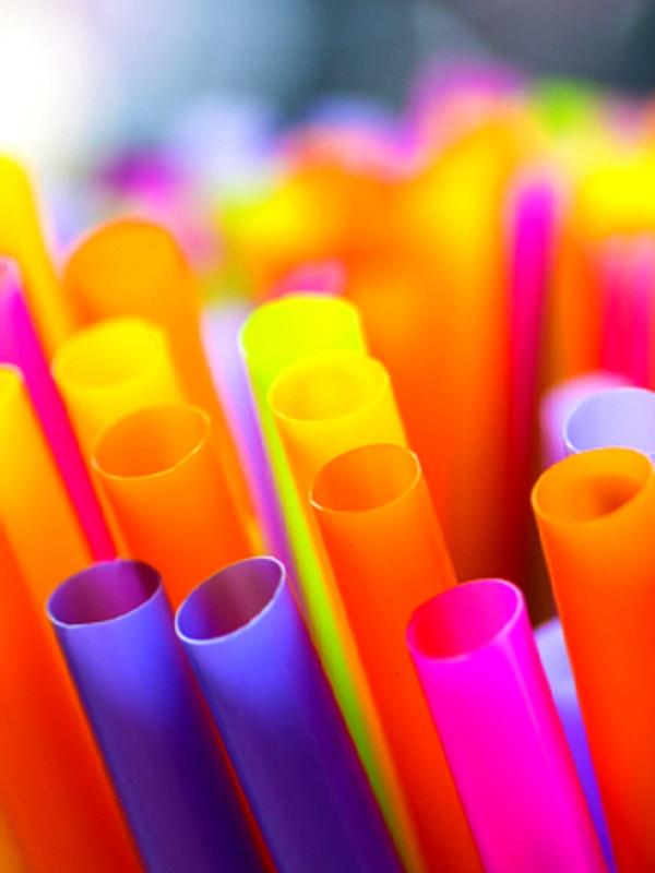 California dice NO a las pajillas de plástico
