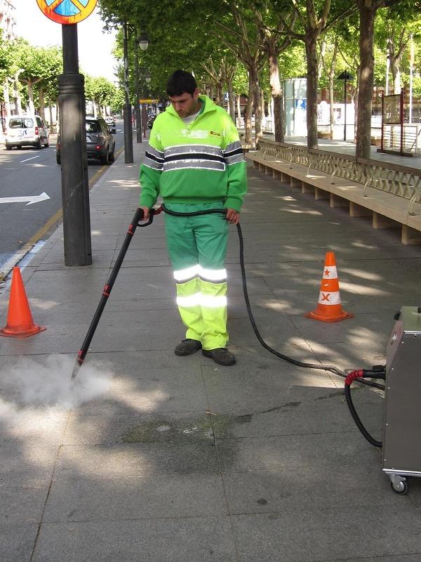 Prorrogado por ocho años el contrato de recogida de residuos y limpieza viaria de Logroño