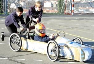 Más de 400 escolares competirán este domingo en Bilbao al volante de coches eléctricos construidos por ellos mismos