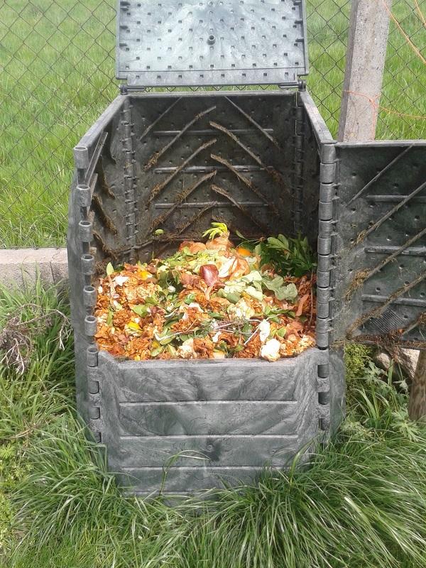 Covelo y Salceda de Caselas amplían sus programas de compostaje doméstico con el apoyo de Sogama