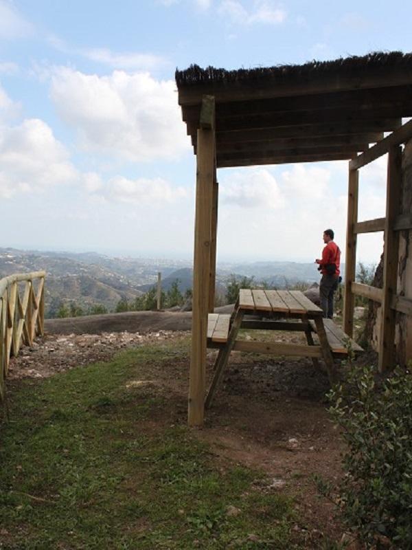 La Diputación de Málaga mejora las etapas de la Gran Senda por Jimera de Líbar con un observatorio de aves