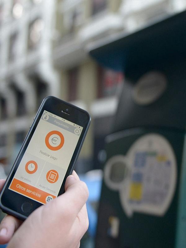 Las aplicaciones móviles para pagar en zona SER de Madrid podrán aplicar una comisión adicional a los usuarios