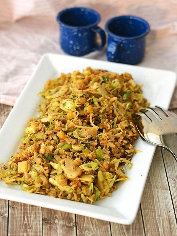 Receta Ecológica recomendada por ECOticias.com: Arroz frito oriental con col y coco