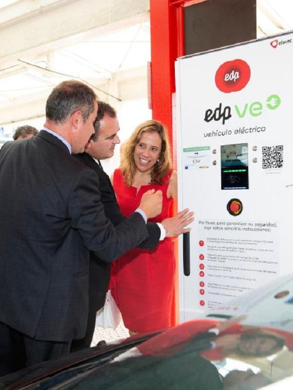 EDP estrena un punto de recarga rápida para vehículos eléctricos en el Aeropuerto de Asturias