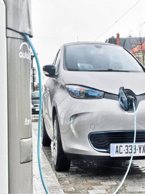 Universidad de Oviedo implementará un punto de recarga de coche eléctrico