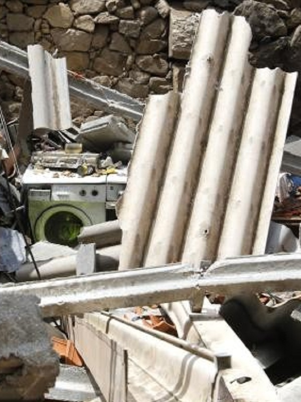 Inician en la zona cero de Tui la retirada de amianto