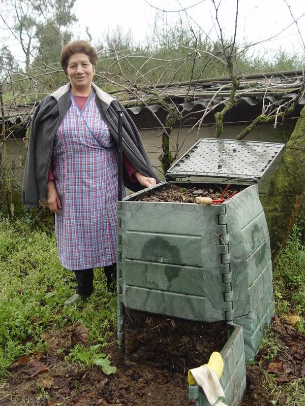 Galicia. Cuntis se incorpora al programa de compostaje doméstico de Sogama