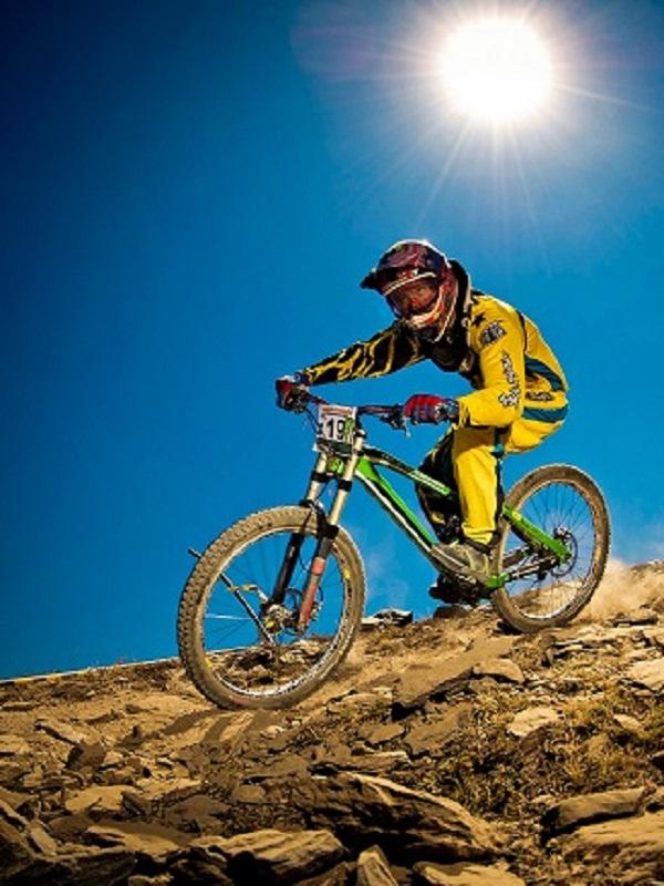 Luis Zarco vence en el descenso del sierra Nevada Bike Park de Granada