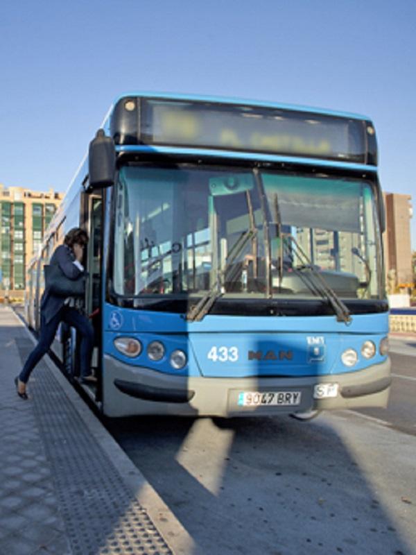 Arrancan en Madrid los primeros cinco puntos municipales de recarga rápida para autobuses de la EMT