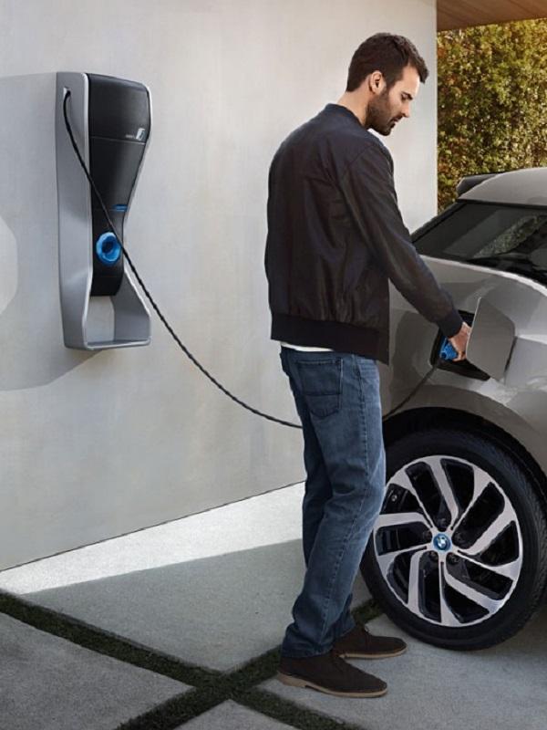 BMW exige más puntos de recarga para el coche eléctrico