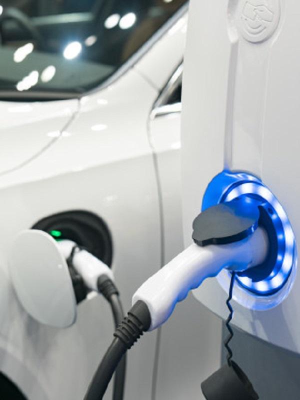 El coche eléctrico tiene muy buena prensa entre los españoles