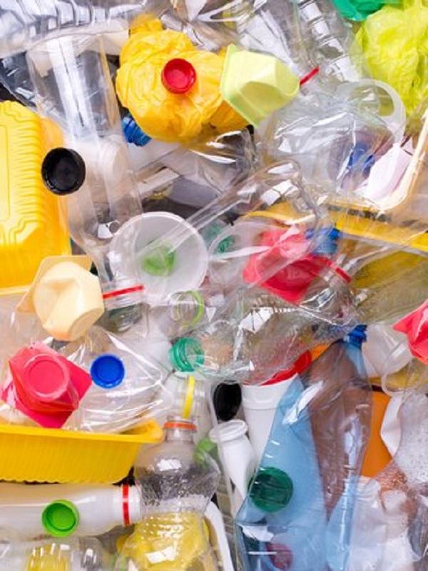NastiDePlastic y Amigos de la Tierra alianza copntra los plásticos de usar y tirar