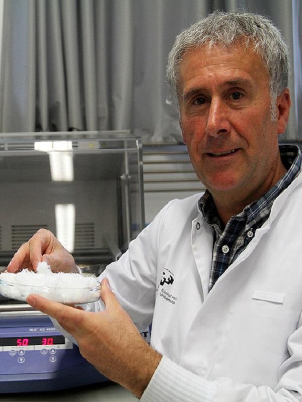 Innovador biomaterial a partir de quitina, obtenida de las plumas de calamar