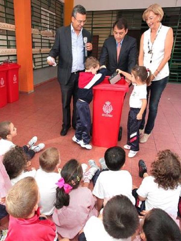 Premian a 35 colegios de Santa Cruz de Tenerife tras recoger más de 25 toneladas de residuos