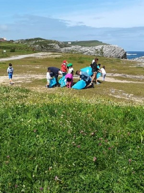 Voluntarios de Navarra retiran residuos en cuatro entornos naturales de la Comunidad foral